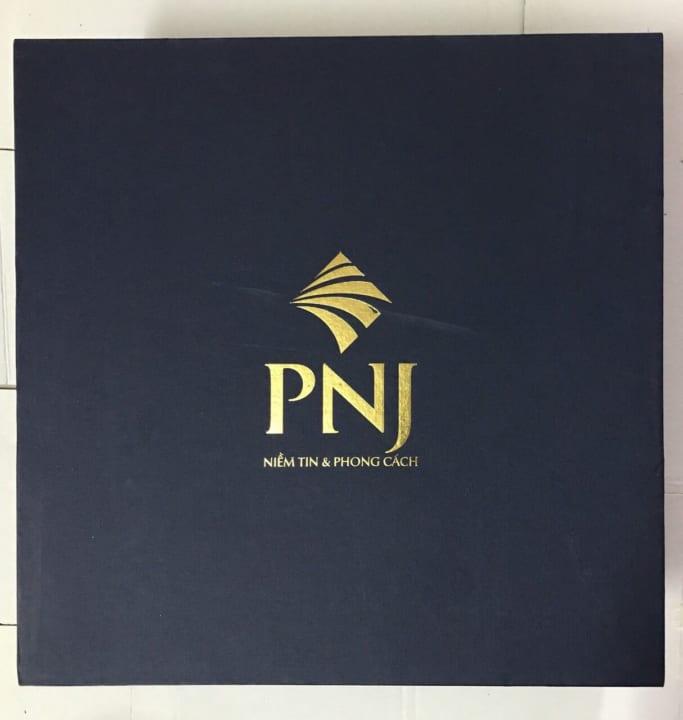 hộp ép kim logo PNJ tại Vigasco